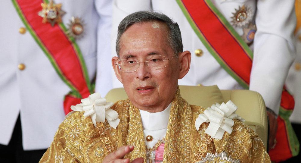 Rei da Tailândia Bhumibol Adulyadej falecido em 13 de outubro