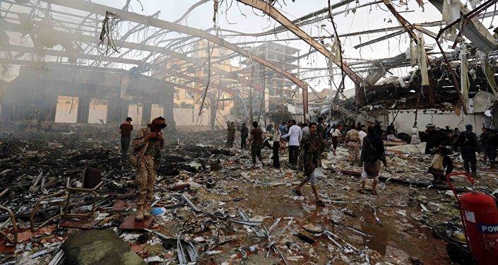 Resultado de bombardeios da coalizão liderada pela Arábia Saudita no Iêmen - Sanaa, 8 de outubro de 2016.