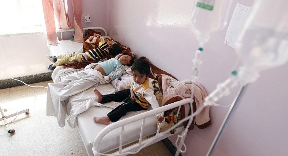 Crianças recebem tratamento em um hospital de Sanaa, capital do Iêmen