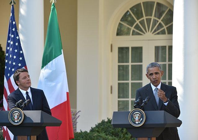 O premier italiano, Matteo Renzi, ao lado do presidente norte-americano, Barack Obama, na Casa Branca