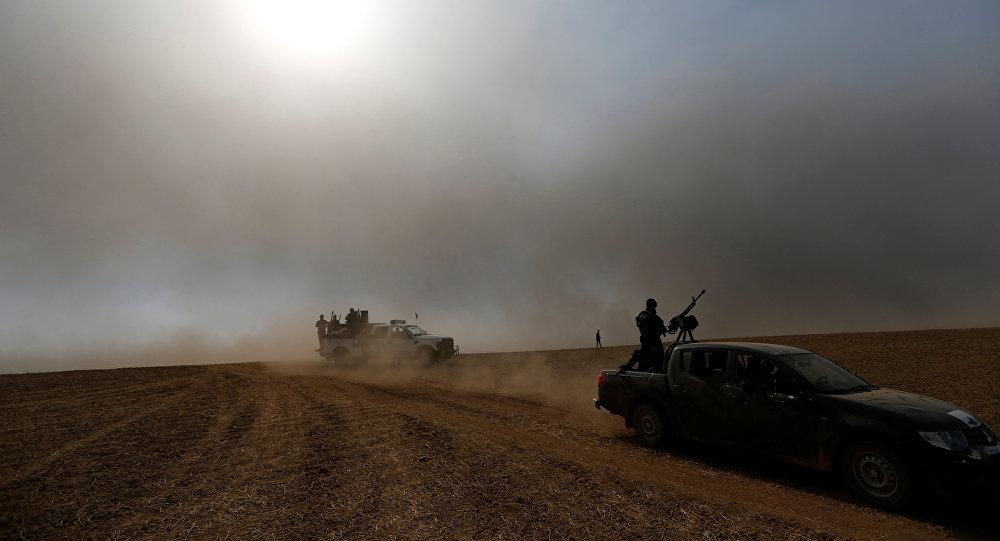 Membros das forças de segurança Iraquianas depois da libertação da aldeia Khalidiya aldeia do Daesh, durante uma operação em Mosul, Iraque, 20 de outubro de 2016.