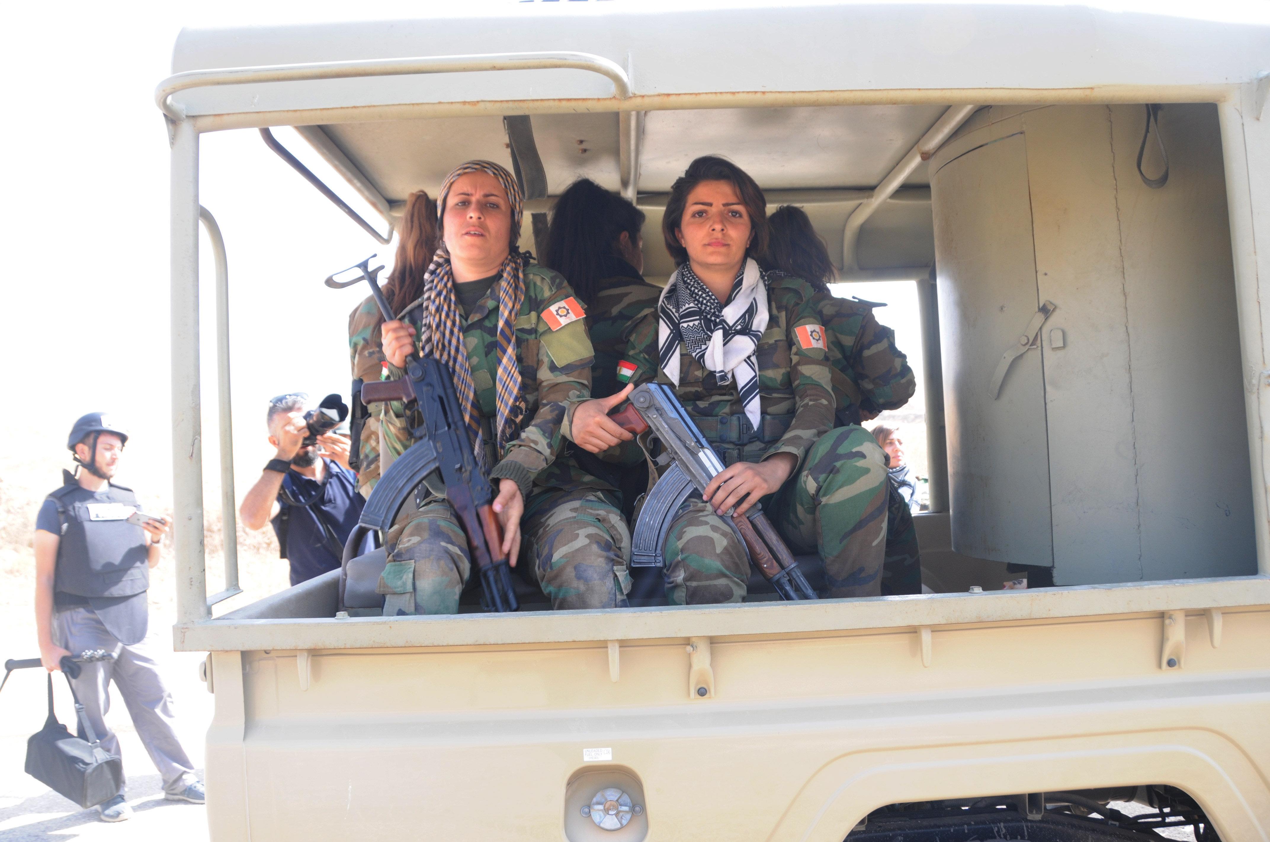 Combatentes de unidades de mulheres peshmerga antes do combate contra o Daesh em Mossul, Iraque, outubro de 2016
