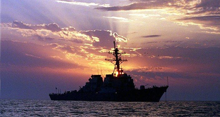 Destróier com mísseis teleguiados USS Carney  (foto de arquivo)