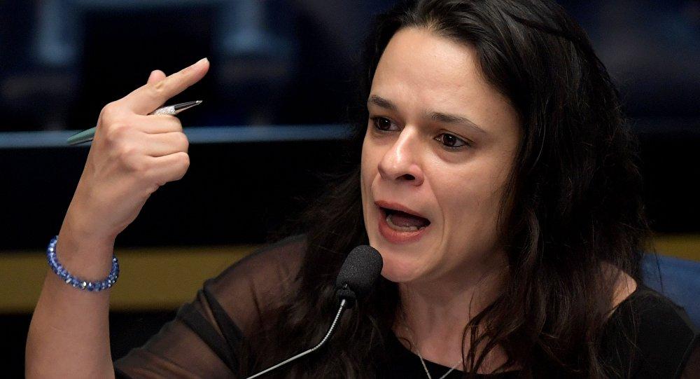Na foto: Janaína Paschoal fala durante a sessão do impeachment de Dilma Rousseff, em 25 de agosto de 2016