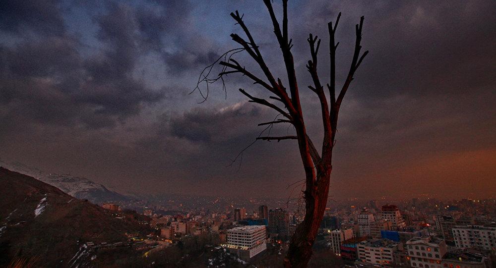Uma vista de Teerã ao pôr-do-Sol