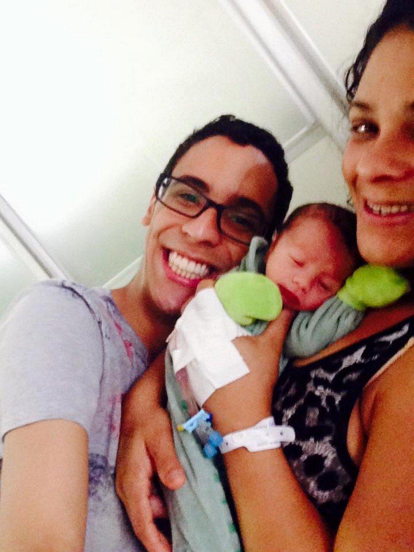 Pablo com a mãe e o irmão menor