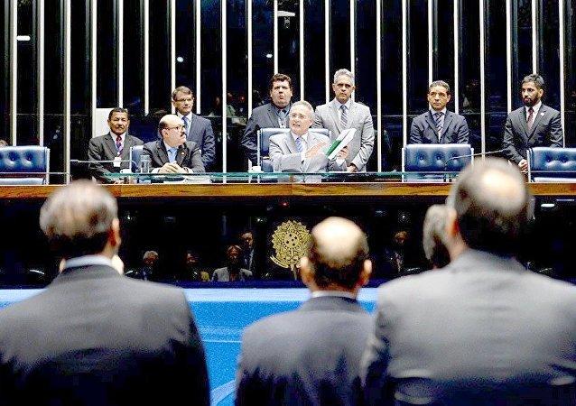 Renan Calheiros anuncia que entrou com ação no STF questionando excessos da Operação Métis da PF