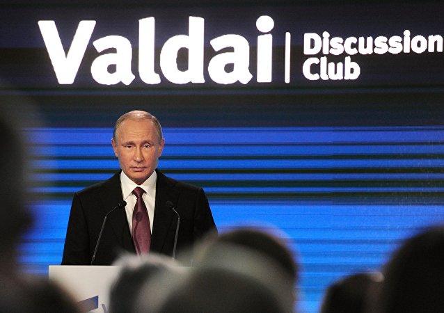 Vladimir Putin durante seu discurso no Clube Valdai de Discussões Internacionais em Sochi, 27 de outubro de 2016