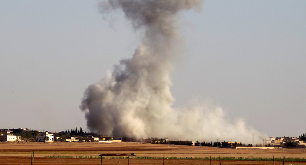 Fumaça depois de ataques aéreos na vila de Guzhe, perto de Aleppo, Síria, 17 de outubro de 2016