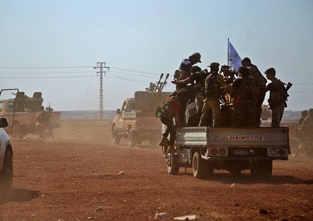 Combatentes do Exército Livre da Síria toma posição no norte de Aleppo, Síria, 24 de outubro de 2016