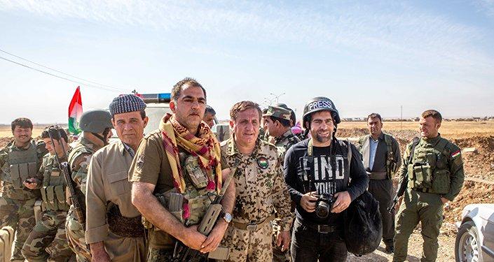 Lokman Serafettin com o seu destacamento de sapadores