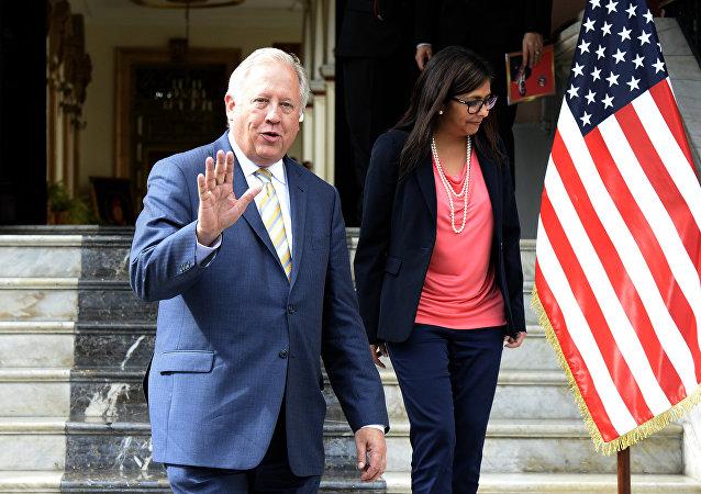 Enviado do Departamento de Estado dos EUA, Thomas Shannon, em visita a Caracas