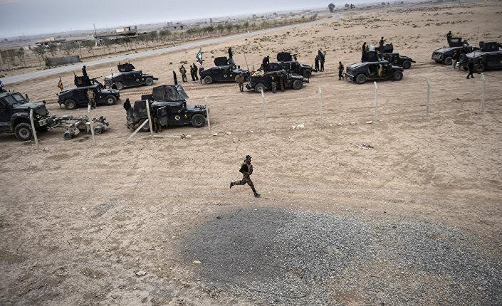Representantes do Serviço de Сombate ao Еerrorismo do Iraque (CTS) perto do povoado de Bazwaya, zona leste da cidade de Mossul, durante a terceira semana da ofensiva que visa retomar o baluarte do Daesh, 31 de outubro de 2016