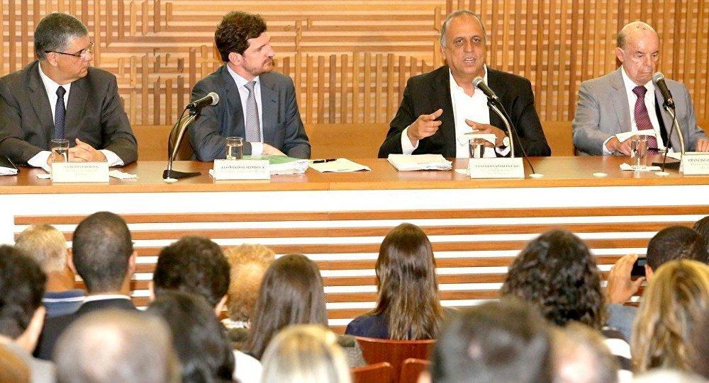 Em coletiva à imprensa, Governador Luiz Fernando Pezão anuncia Pacote de Medidas contra crise no Rio
