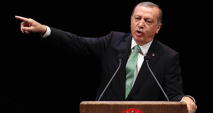 Presidente turco Recep Tayyip Erdogan discursa na cerimônia de entrega de prêmios em Ancara, Turquia, 3 de novembro de 2016