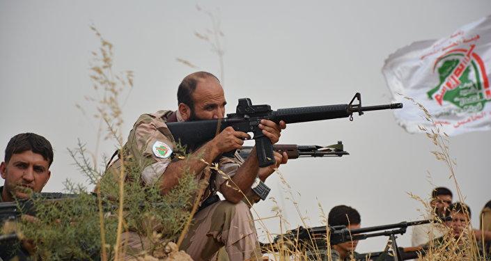 Combatentes da milícia Hasdi Sabi durante a operação militar em Mossul, Iraque, novembro de 2016