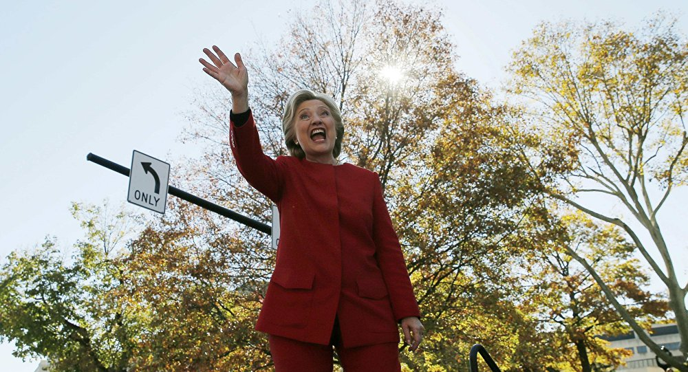 US Democratic presidential nominee Hillary Clinton waves to the crowd at a campaign rally in Pittsburgh, Pennsylvania, US November 7, 2016, the final day of campaigning before the election.