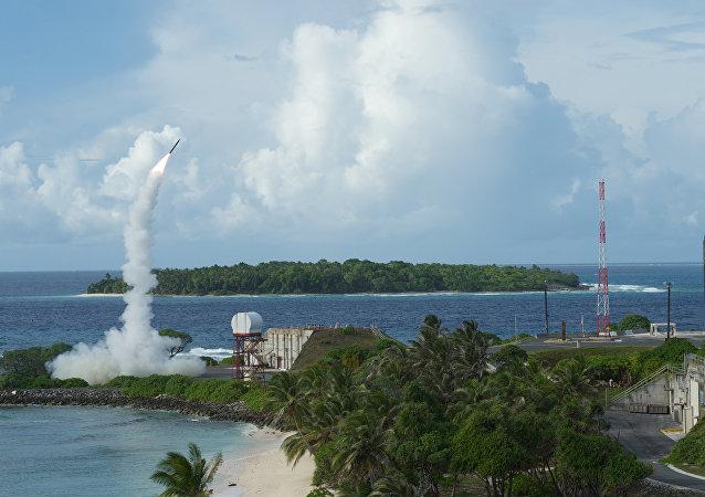 Lançamento de míssil do sistema norte-americano THAAD