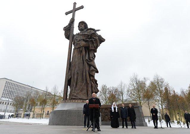 Inauguração do monumento ao príncipe Vladimir em Moscou.