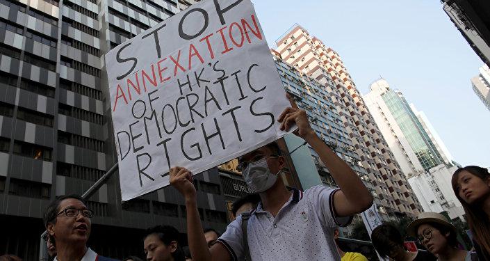 Manifestantes protestam contra a interferência de Pequim na política local de Hong Kong, 6 de novembro de 2016