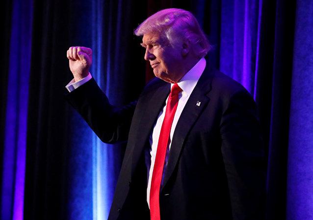 Presidenciável republicano Donald Trump que venceu nas eleições chega à manifestação dos seus apoiantes em Manhattan, Nova York, EUA, 9 de novembro de 2016