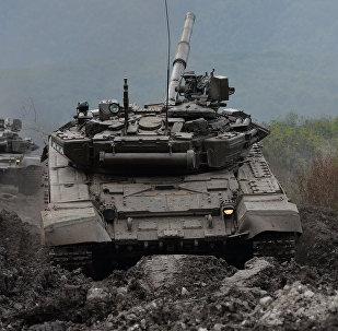 Exercícios militares no Norte do Cáucaso, T-90 taque