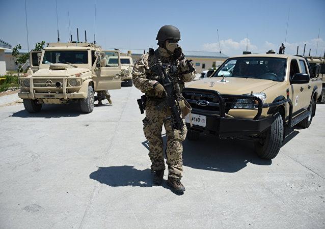 Soldado alemão da OTAN em Mazar-i-Sharif, Afeganistão
