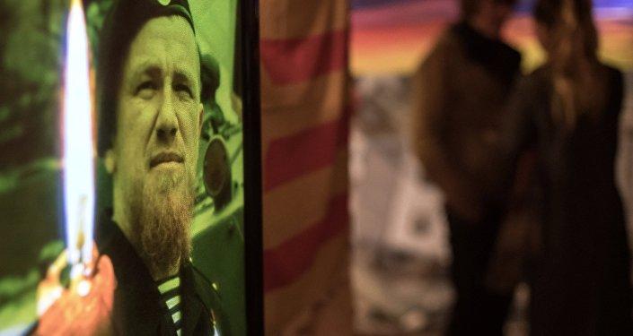 Retrato de Arsen Pavlov (Motorola) durante o evento dedicado à sua memória no museu de São Petersburgo, Rússia, outubro de 2016