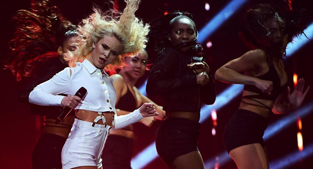 Zara Larsson durante o festival MTV Europe Music Awards em 6 de novembro de 2016