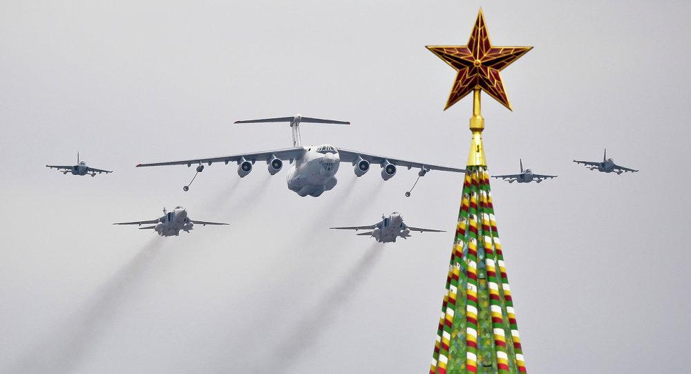 Força Aérea russa treina para a parada militar do Dia da Vitória em Moscou