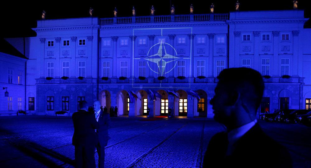 Emblema da OTAN no Palácio Presidencial em Varsóvia