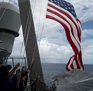 Bandeira dos EUA em um dos navios da Marinha dos EUA
