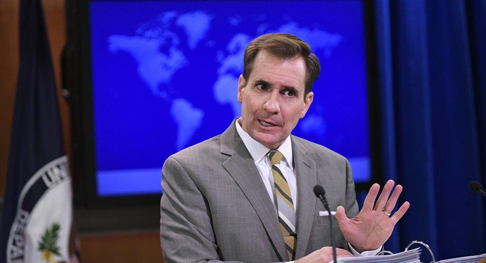 John Kirby está falando durante o briefing diário no Departamento de Estado em 6 de janeiro de 2015, Washington