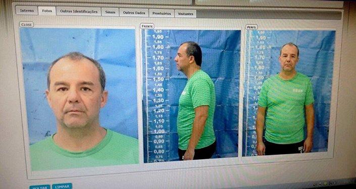 Sérgio Cabral com o cabelo raspado e usando uniforme da Secretaria de Administração Penitenciária