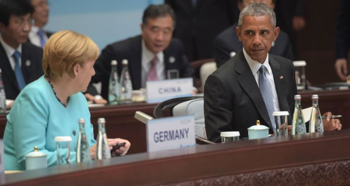 Barack Obama tem certeza de que Rússia influenciou eleições nos EUA, enquanto Angela Merkel não descarta a possibilidade de Moscou fazer o mesmo na Alemanha