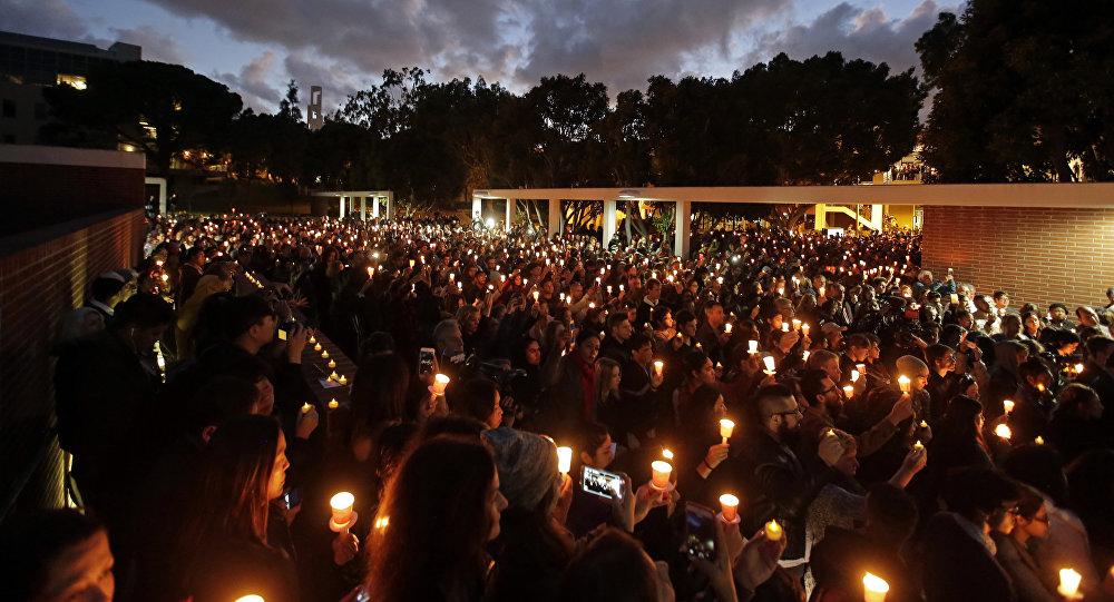 Cerimônia de homenagem às vítimas do atentado em Paris na Cálifornia, EUA
