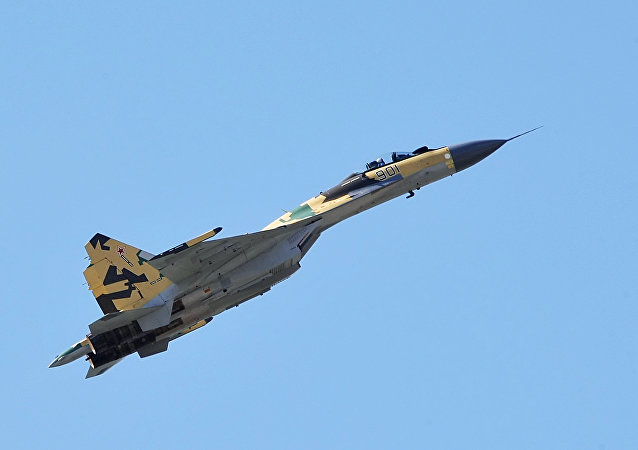 Caça multifuncional Su-35 da geração 4++