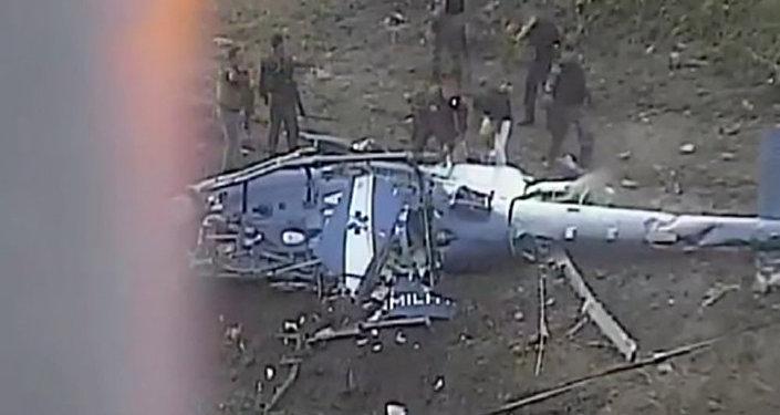 Helicóptero da PM cai e mata 4 policiais em área de conflito no Rio