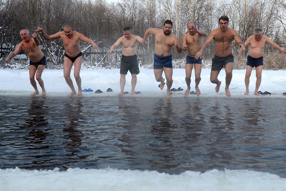 No dia 17 de novembro, habitantes e visitantes da cidade de Ekaterinburgo abriram a temporada de natação de inverno. A festa esportiva, que decorre sob temperaturas negativas, foi organizada pelo clube Urso Branco