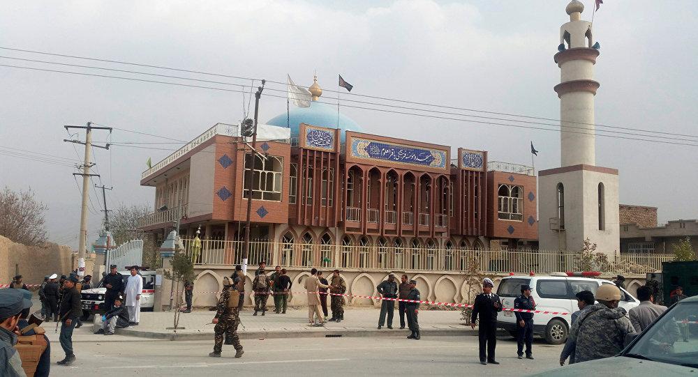 Forças de segurança do Afeganistão patrulham zona perto de mesquita em Cabul (arquivo)
