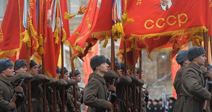 A parada em homenagem do 75 aniversário da parada de 1941 na Praça Vermelha