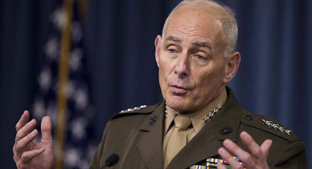 O Comandante do Comando do Sul dos EUA, General John Kelly, fala aos repórteres durante uma reunião no Pentágono, sexta-feira, 8 de janeiro de 2016.