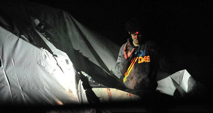 Sniper mira a cabeça de Dzhokhar Tsarnaev no momento de sua captura