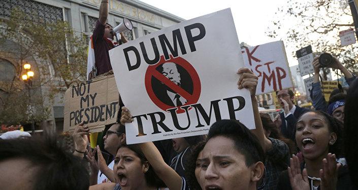 Protesto contra o presidente eleito dos EUA Donald Trump em São Francisco, EUA (foto de arquivo)