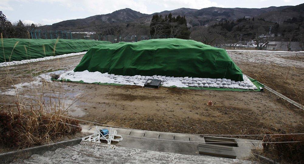 Material radioativo acumulado em Namie, resultado do acidente de Fukushima há cinco anos