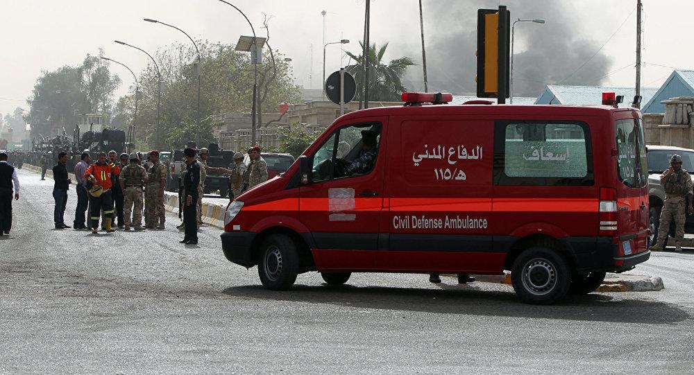 Veículo do serviço de emergência chega à zona da explosão, Bagdá, Iraque (foto de arquivo)