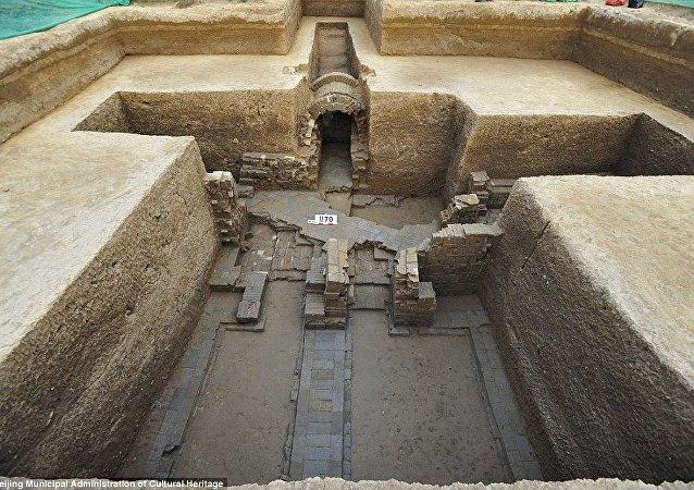 Cidade perdida e túmulos próximo a Pequim