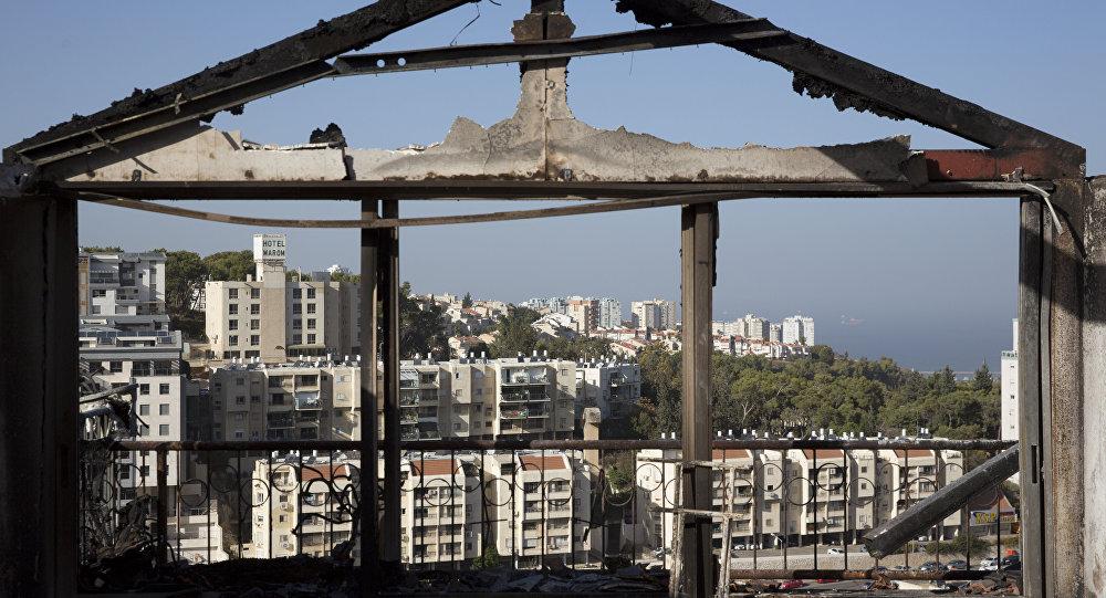 Casa destruída pelas chamas em Haifa, Israel