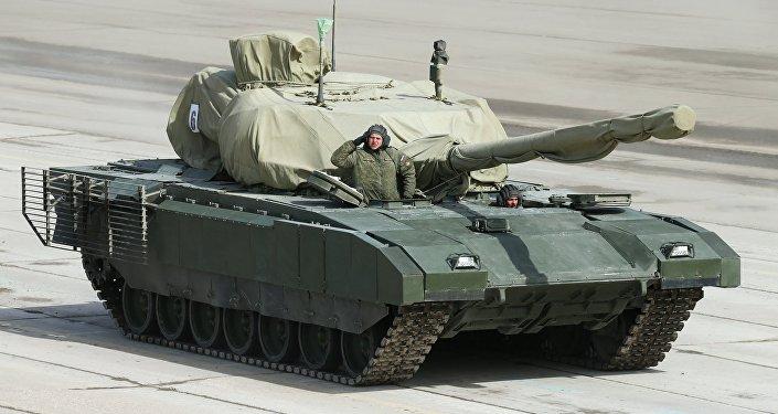Veículo blindado russo de nova geração Armata, durante a Parada da Vitória em Moscou
