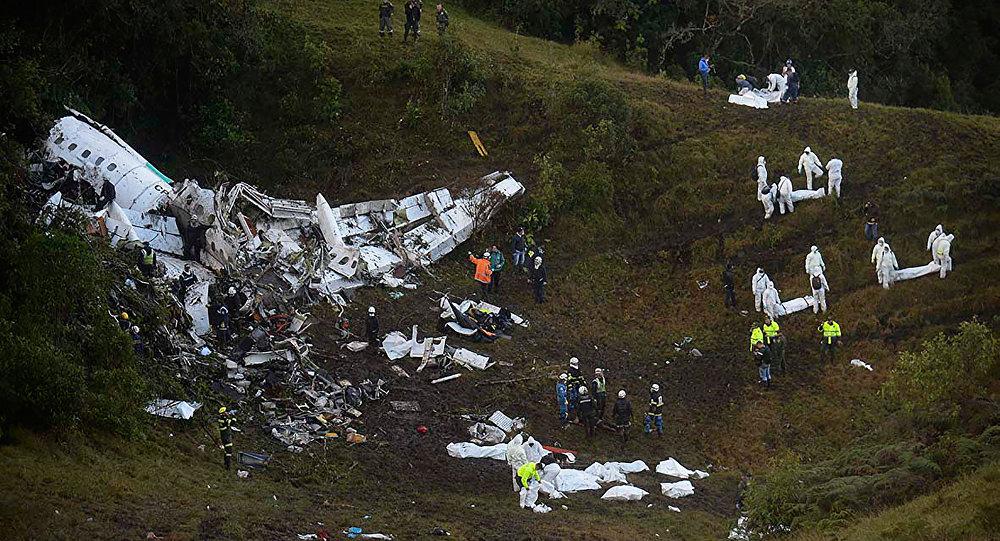 Imagem do local do acidente com o avião que transportava a equipe da Chapecoense